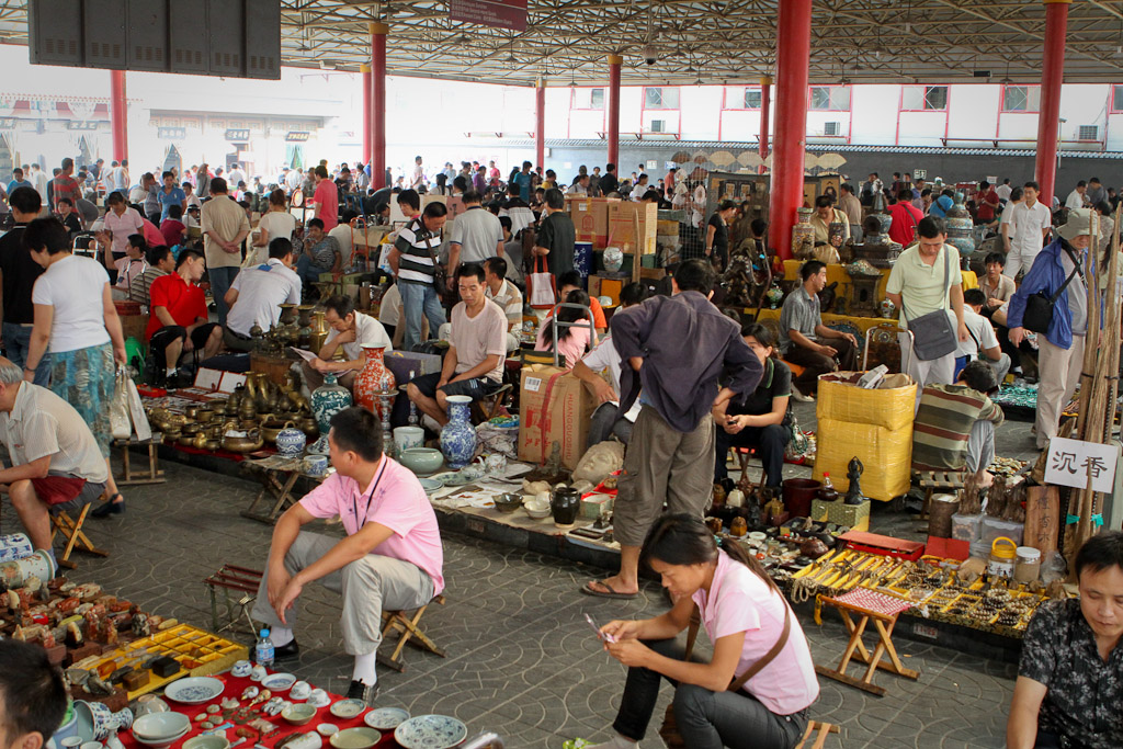 A wide view of one of the market areas in Panjiayuan Flea Market, with few flashpackers to be seen.