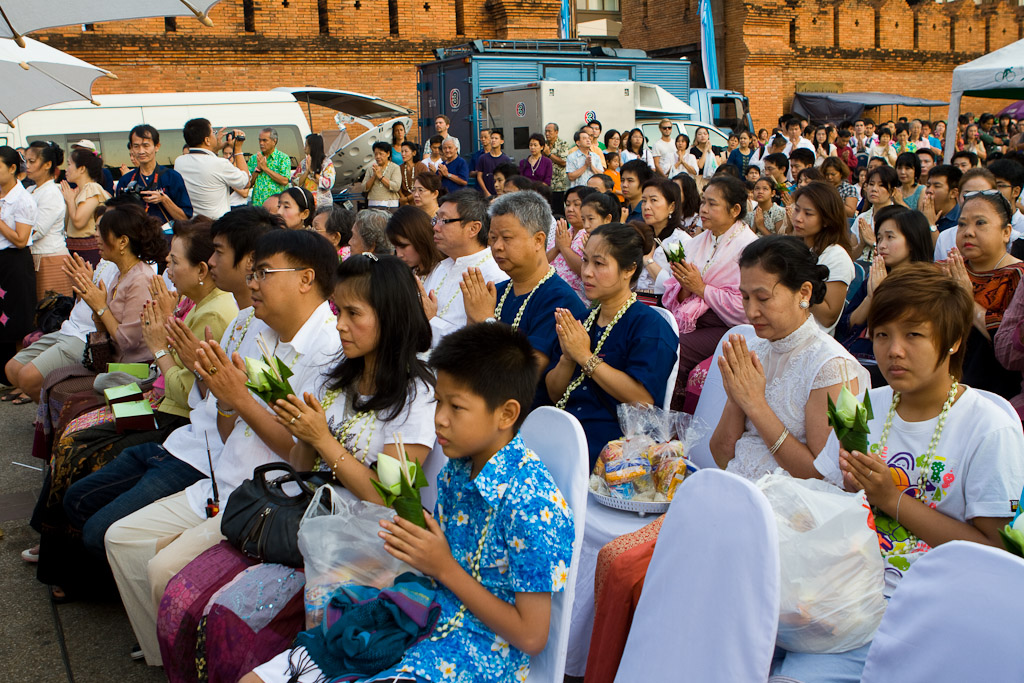 The audience in front of Tae Pae Gate takes part in morning prayers at the start of Songkran.