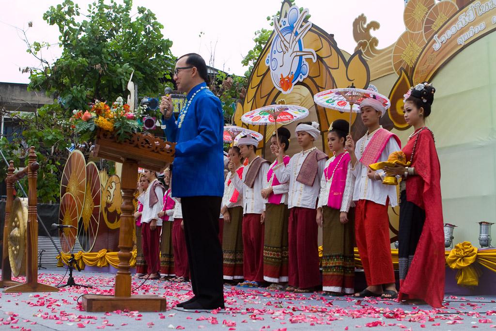 Opening ceremonies officially get Songkran underway.