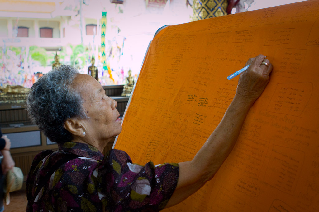Wat Phra Singh had many Songkran related events taking place, including people writing their wishes for the new year.