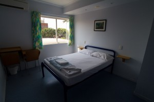 A double bed with en-suite at the Cairns YHA